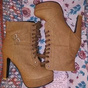 Cognac platform combat boot heels w buckles🔥🔥🔥
